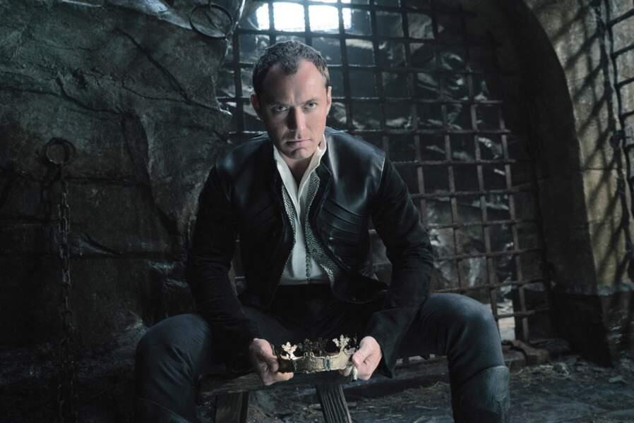 En 2017, il a intégré la distribution du film Le Roi Arthur : la Légende d'Excalibur