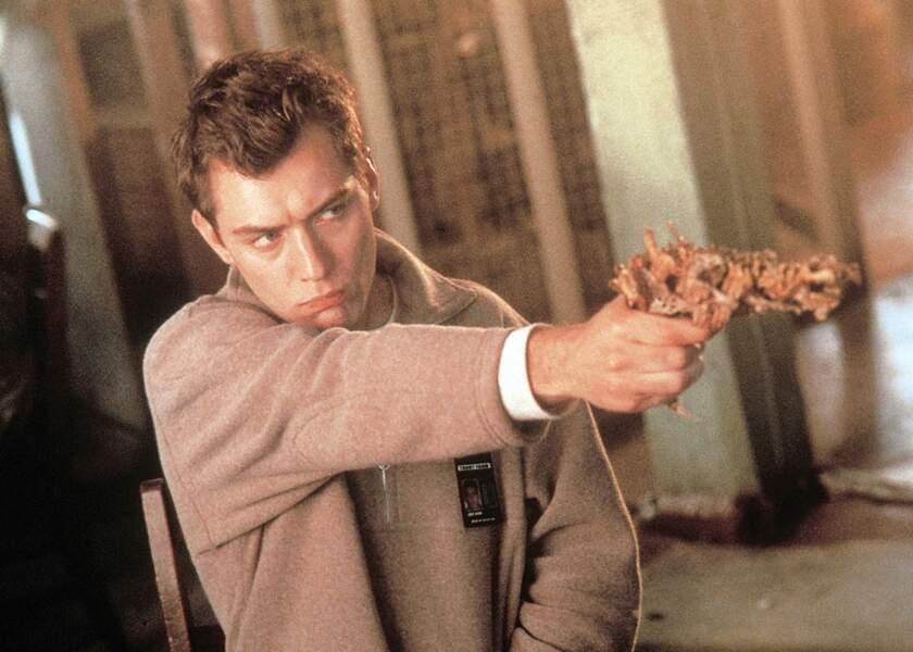 L'année 1999 est chargée pour Jude Law ! D'abord avec eXistenZ…
