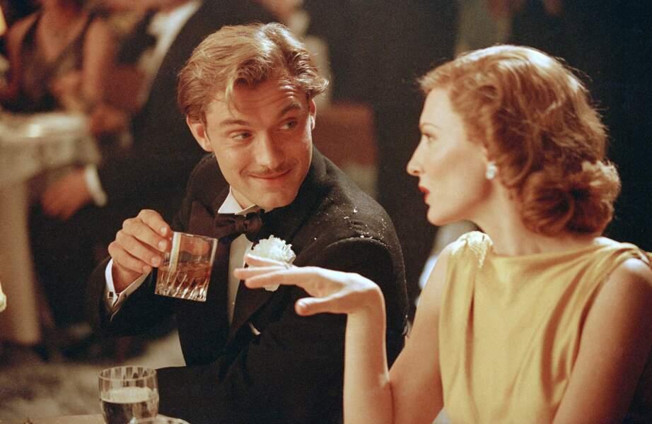 Dans Aviator (2004), l'acteur opte pour la moustache