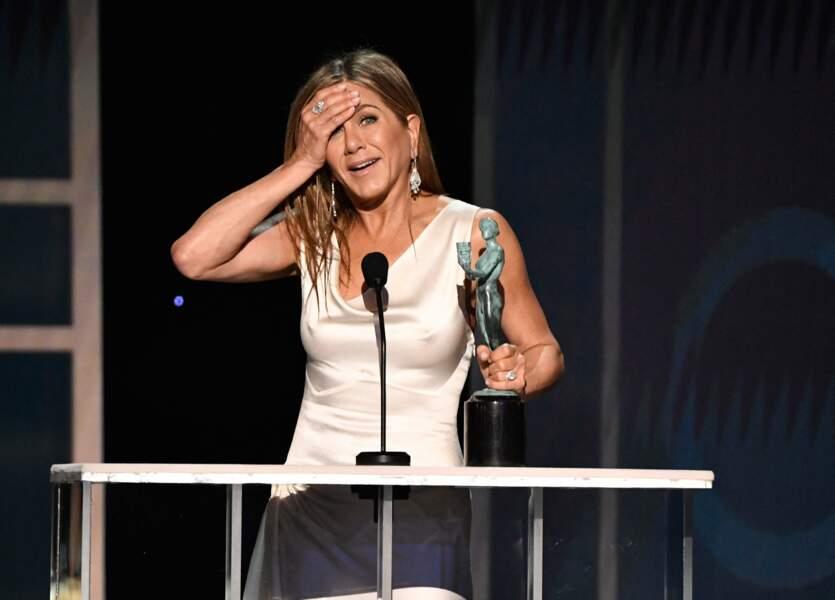 Jennifer Aniston sur la scène des SAG Awards avec son trophée
