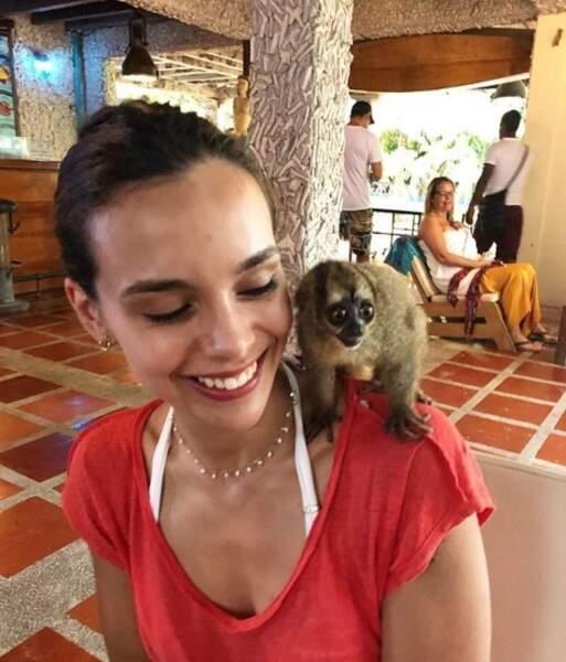 Elle a l'air de beaucoup aimer les animaux
