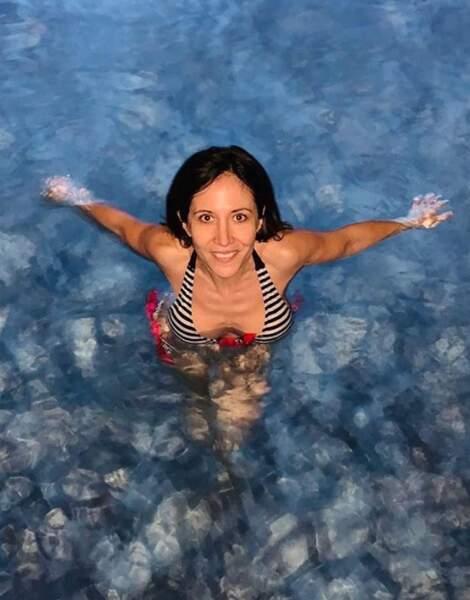 Même au naturel, sans maquillage, Fabienne Carat nage dans le bonheur