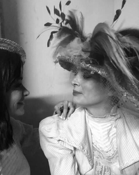 Jenifer pose avec Marie-Agnès Gillot