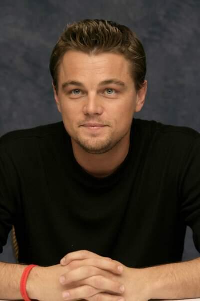 """Séparé certes mais continuant une brillante carrière ! 2006 lui permet de présenter deux nouveaux films : look décontracté pour """"Blood Diamond"""""""