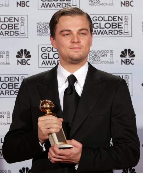 """Puis il remporte également le Golden Globe du meilleur acteur dans un film dramatique pour """"Aviator"""""""