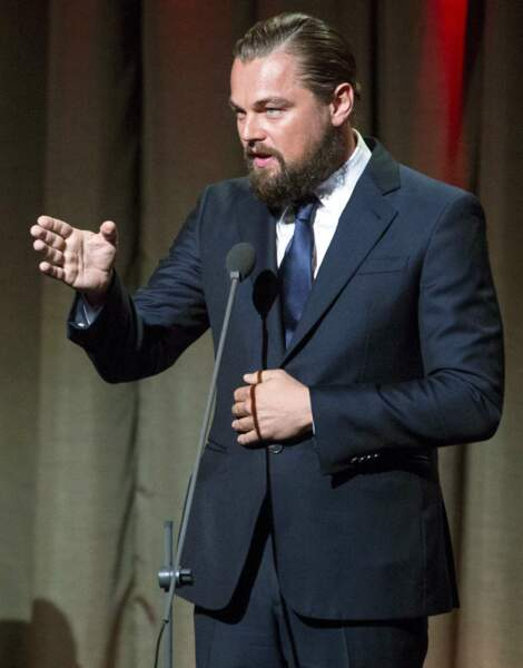 """En attendant, Leonardo se prépare physiquement pour son prochain rôle en adoptant un look (très) barbu aux cheveux longs : """"The Revenant"""" est le film événement de 2015"""