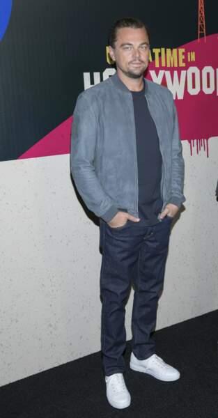 A 44 ans, il adopte aussi parfois une allure plus cool en jeans baskets