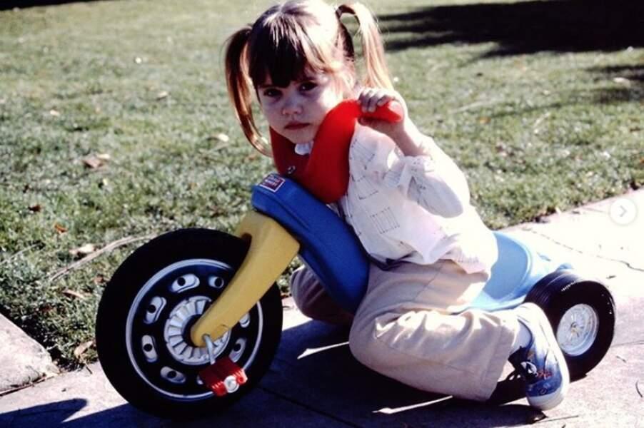 Et voici l'actrice Tiffani Thiessen, qui ne reconnaissait déjà personne sur sa Harley-Davidson.