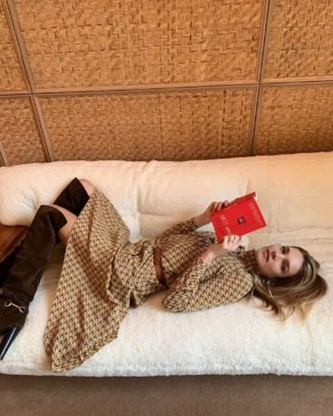 Vous aussi vous prenez cette pose ultra-naturelle quand vous lisez un livre ?