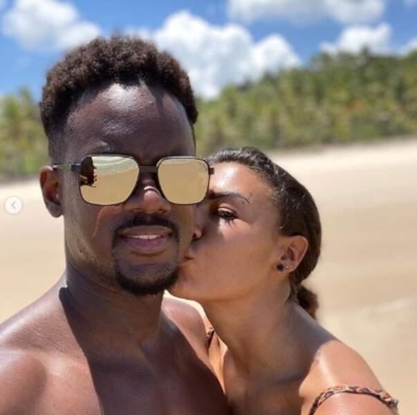 Pause bisous pour Black M et sa femme Léa Djadja au Brésil, à Itacaré.