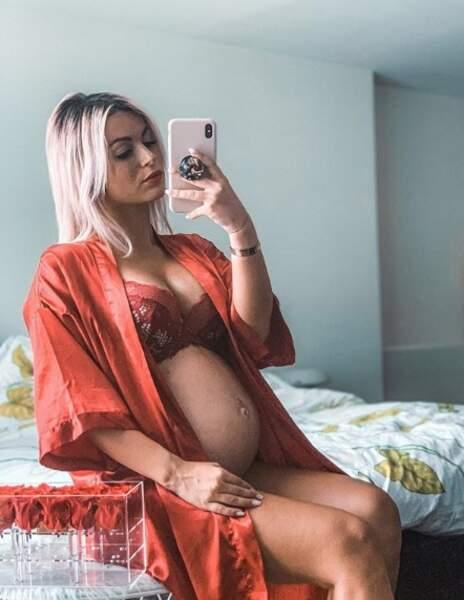 Sur son compte, on a aussi pu observer l'évolution de sa grossesse