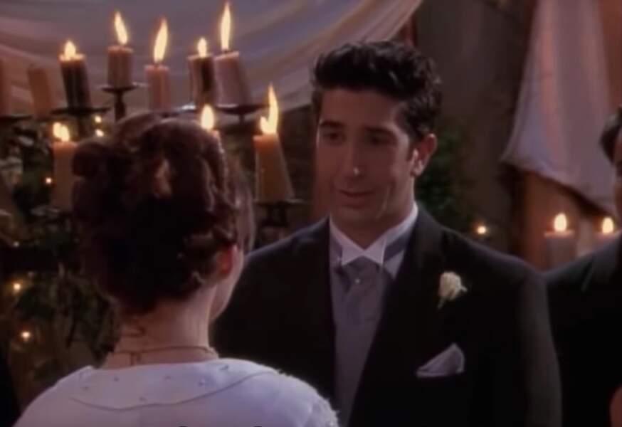 """Friends (saison 4, épisode 24) : au moment de dire """"oui"""" à Emily, Ross se trompe de prénom et confond sa dulcinée avec Rachel. Et un divorce de plus pour le frère de Monica, un !"""