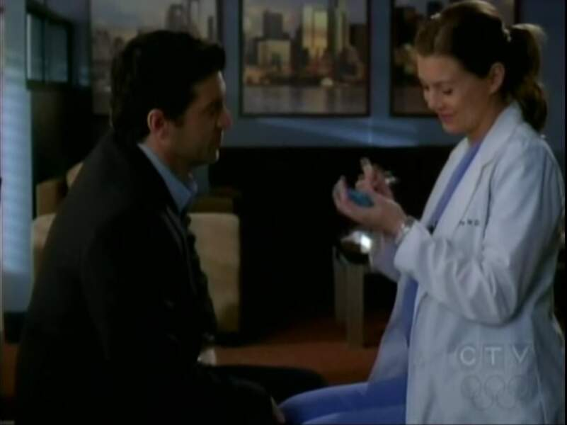 """Grey's Anatomy (saison 5, épisode 24)  : n'ayant pas le temps de passer à la mairie, Meredith et Derek se disent """"oui"""" sur un post-it dans les vestiaires de l'hôpital."""