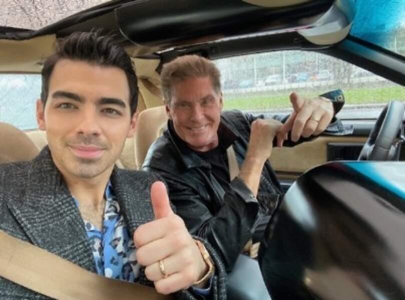Allez, c'est pas tout ça mais on a un cours de conduite avec Joe Jonas et David Hasselhoff.