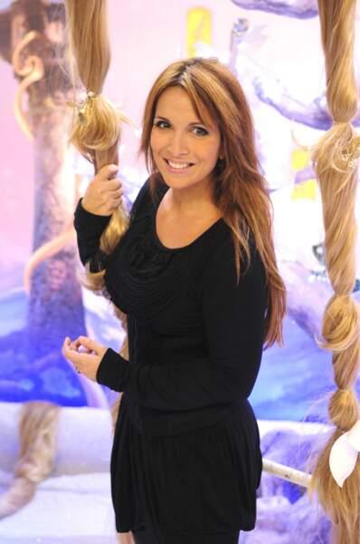 Héléne Ségara sûre de sa coiffure, à l'avant-première du dessin animé Raiponce