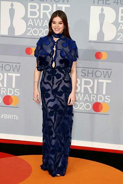 On adore la robe de Hailee Steinfeld. Pas vous ?