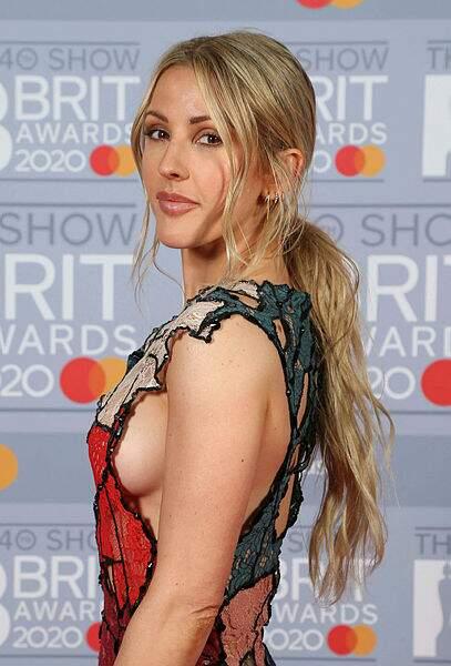 Alerte side-boob pour la chanteuse Ellie Goulding.
