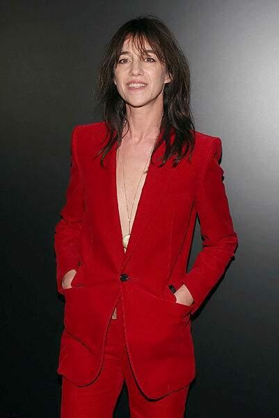Et Charlotte Gainsbourg était divine en rouge.