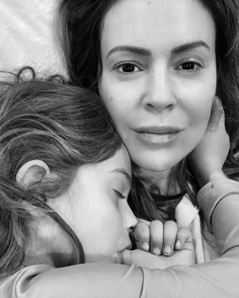De l'amour en veux-tu en voilà : Alyssa Milano et sa fille Elizabella.