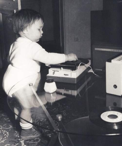 Vous le reconnaissez ? C'est le DJ Bob Sinclar, déjà à l'œuvre.