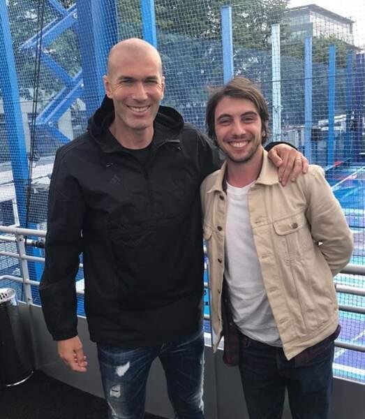 """Mais le trentenaire vit aussi au rythme du sport. Photo prise à """"280 pulsations/minute"""", précise-t-il en légende de sa rencontre avec Zinedine Zidane, super-star du football."""