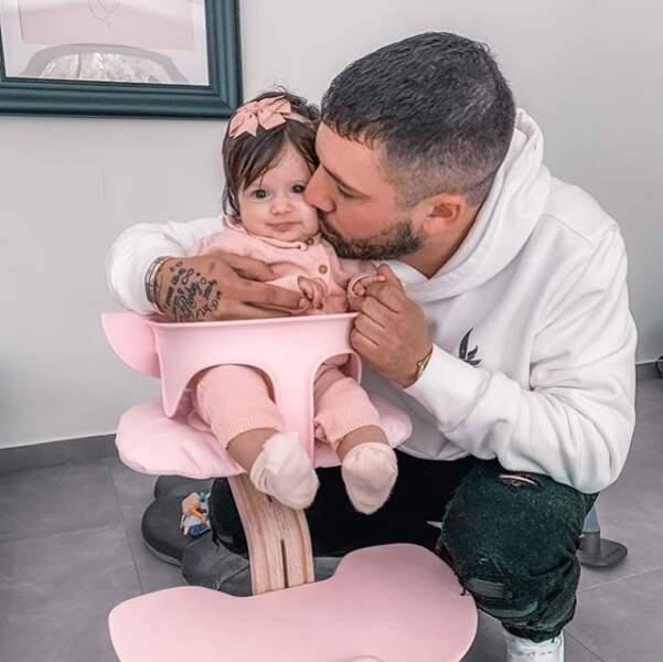 Kevin Guedj est un vrai papa-poule avec sa petit Ruby !
