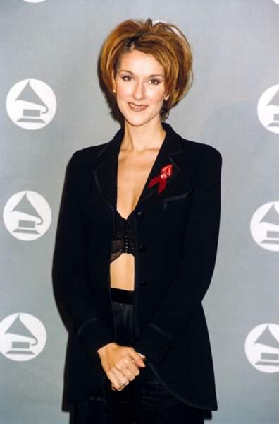 """L'album """"D'eux"""" est une collaboration avec Jean-Jacques Goldman en 1995. C'est un véritable succès. Céline affine son look et ose de plus en plus !"""