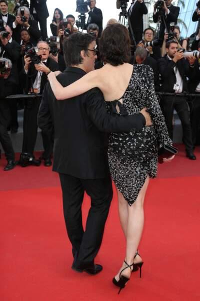 Le dos nu léopard, une pièce forte qui attire l'oeil sur le tapis rouge, à Cannes en 2017