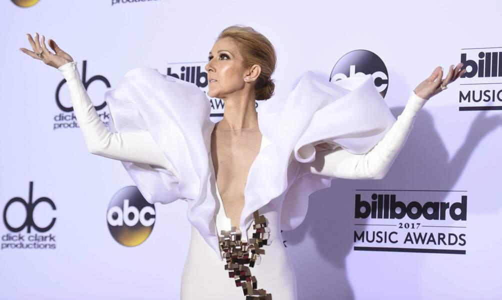 2017. Aux Billboard Music Awards à Las Vegas, la prestation de Céline sur scène en a époustouflé plus d'un…