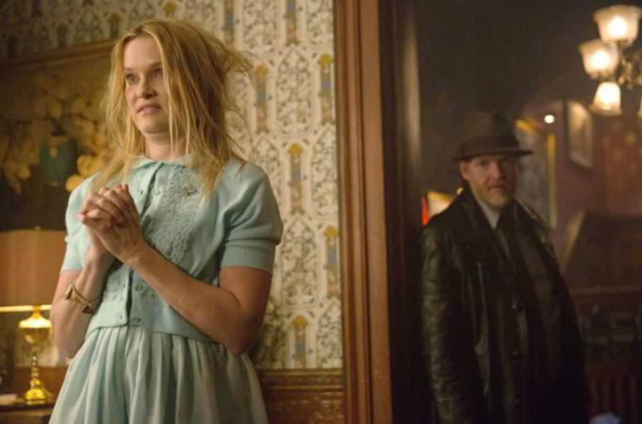 Elle est notamment apparue dans Gotham, comme Daniel Davis