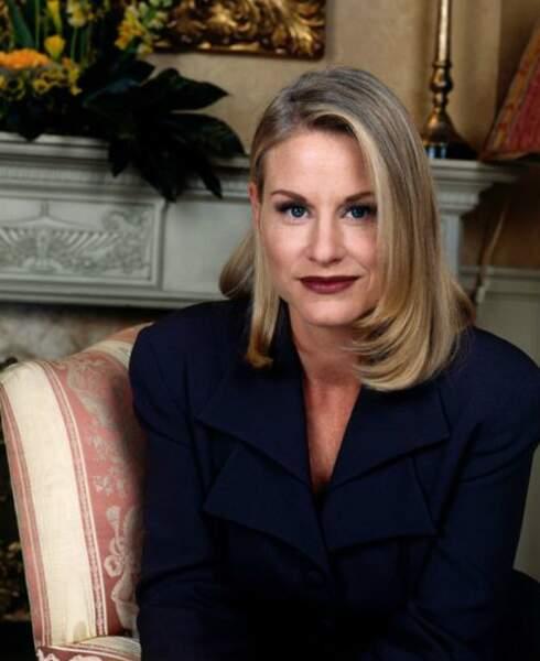 Lauren Lane, alias C.C., a eu du mal à retrouver du travail et est devenue prof de théâtre
