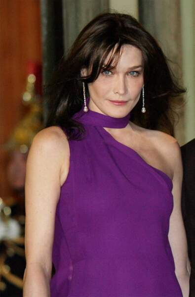 2008 Carla devient Madame Sarkozy et la première dame de France. Ici au dîner d'Etat à l'Elysée à l'occasion de la visite de Shimon Peres