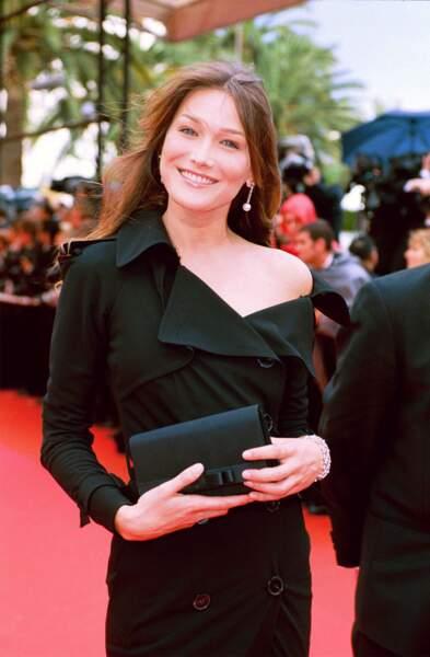 2000 Cheveux au vent, Carla foule le tapis rouge du festival de Cannes