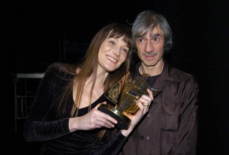 … Louis Bertignac. En 2004 Carla remporte la victoire de la musique dans la catégorie artiste féminine de l'année