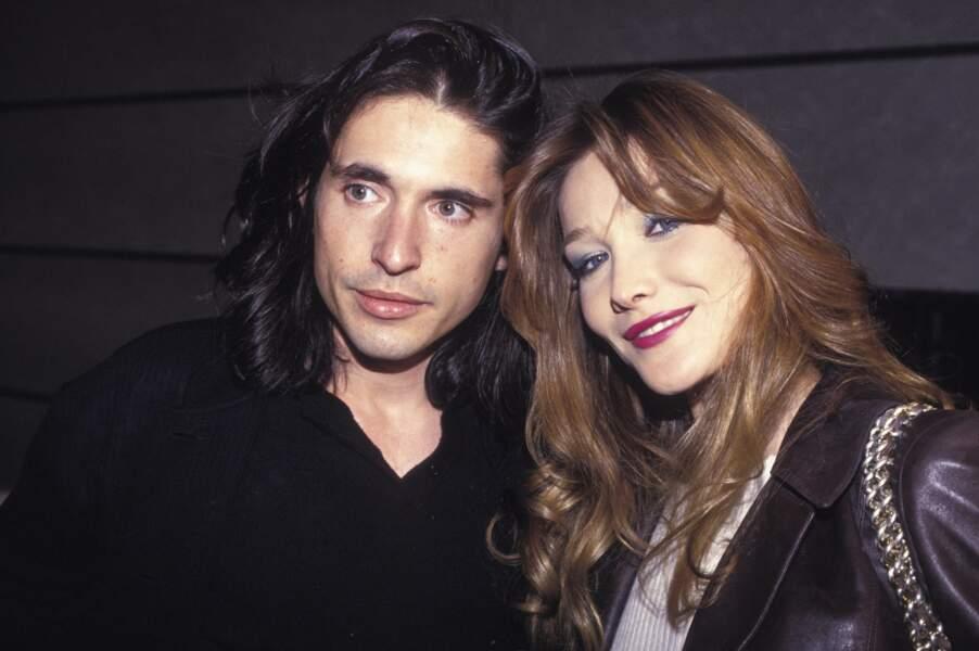 1994 Brushée et maquillée, prête pour un after en compagnie de son compagnon de l'époque Arno Klarsfeld