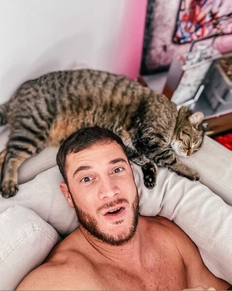 Quant à Nacca, lui, est confiné avec son chat. C'est tout aussi bien !