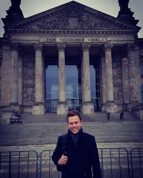 À Berlin, il n'oublie pas de jouer le touriste...