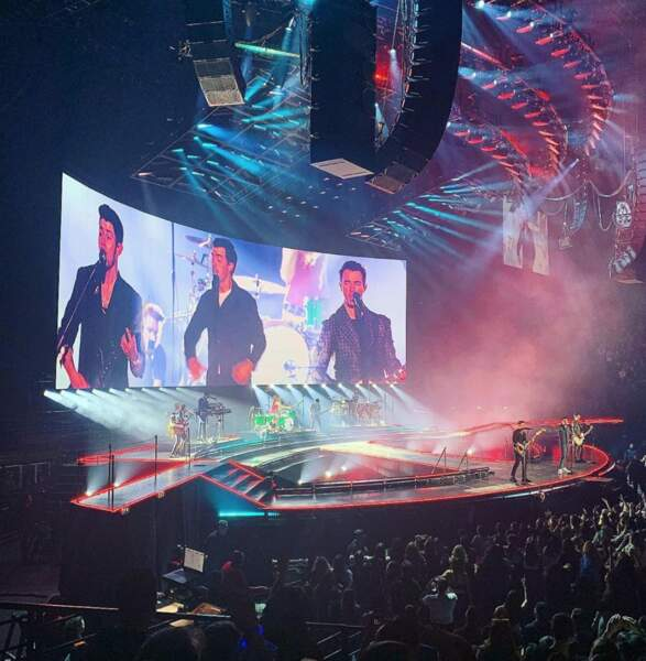 ... de ses goûts musicaux (un concert des Jonas Brothers 10 ans après)...