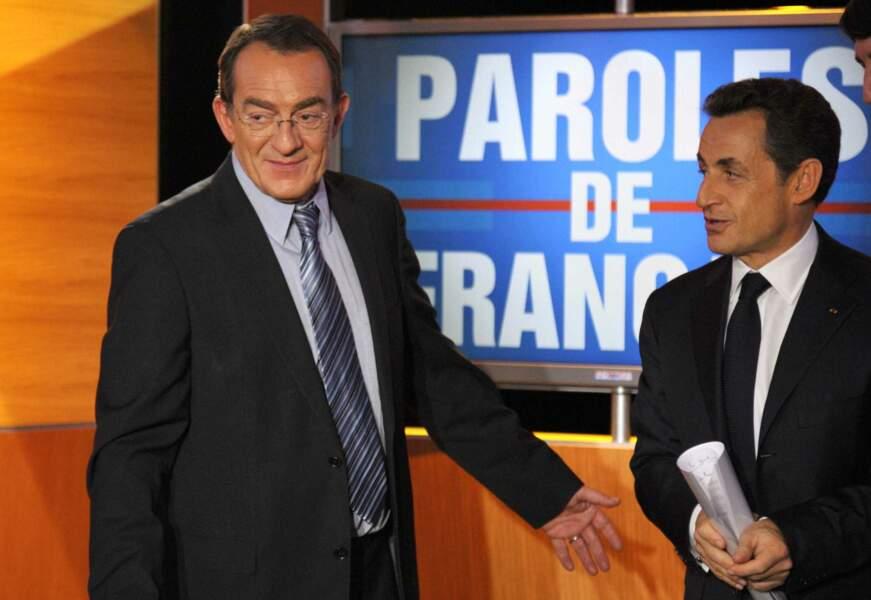 """Parmi les rencontres qui ont emaillé sa carrière il y a celles des présidents de la République. Ici avec Nicolas Sarkozy en 2011 pour l'émission """"Paroles de français"""""""