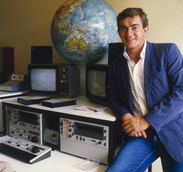 Jean-Pierre Pernaut est diplômé de l'école de journalisme de Lille en 1975 et entre rapidement à la rédaction de TF1