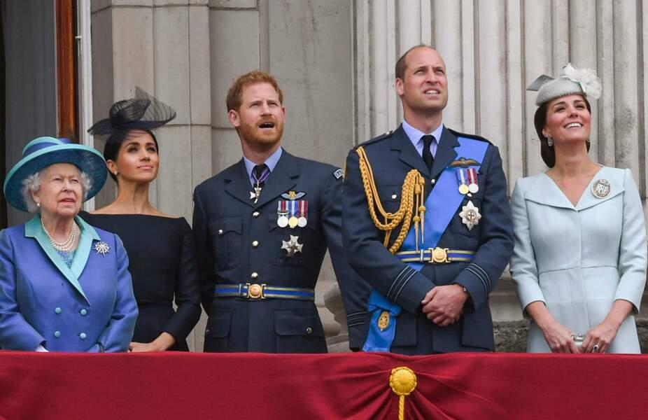 La Reine Elisabeth II entourée de ses petits-fils au balcon de Buckimgham Palace pour célébrer le 100ème anniversaire de la Royal Air Force (juillet 2018)