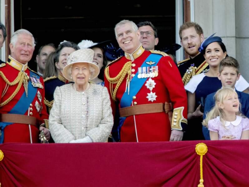 """Juin 2019 Elisabeth II assiste à la traditionnelle cérémonie du """"Trooping  the Colour"""" entourée de ses deux fils"""