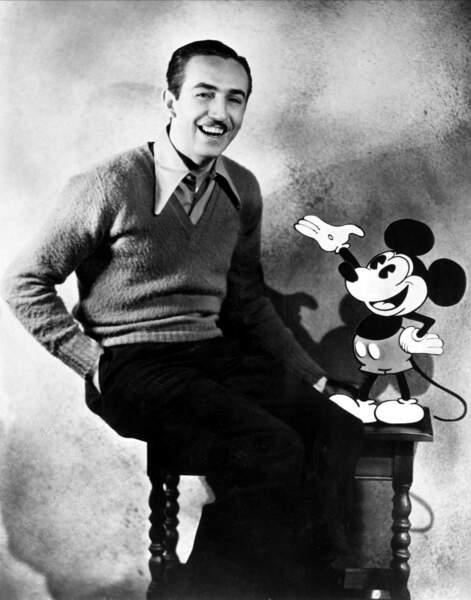 Deux ans plus tard, Walt Disney l'affuble de ses célèbres gants blancs et de chaussures rondes