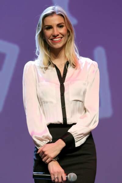 Après s'être essayée à l'immobilier, la belle Alexandra Rosenfeld est aujourd'hui professeur de yoga