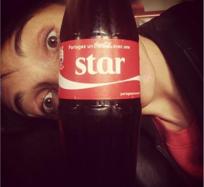 Une star qui se cache derrière une autre star !