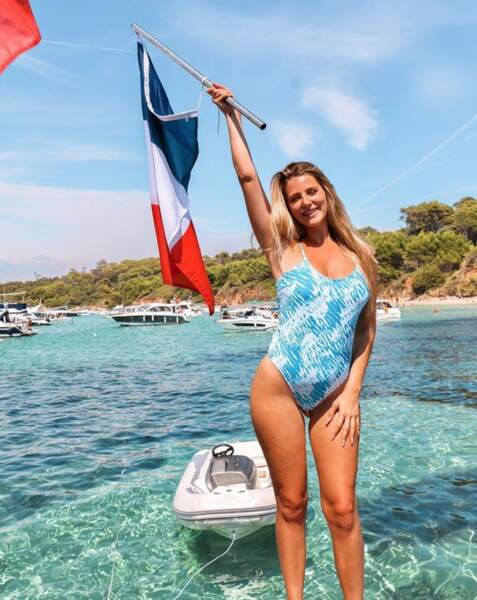 La youtubeuse Emma Cakecup a passé le 14 juillet en maillot de bain et elle a bien raison.