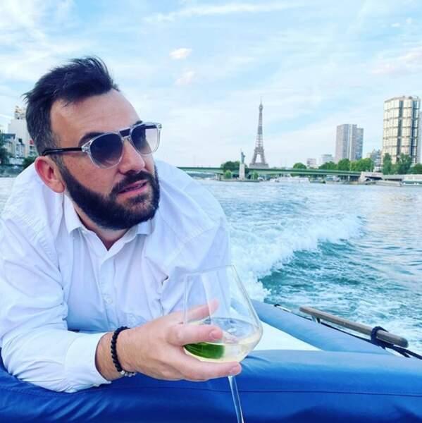 On termine avec quelques photos de vacances : Laurent Ournac en pleine croisière sur la Seine.