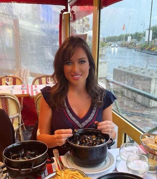 Elsa Esnoult a mangé des moules à Trouville.