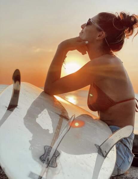 Laury Thilleman a pu pratiquer sa passion pour le surf à Biarritz