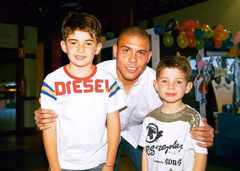 Luca et Enzo petits, avec el fenomeno Ronaldo